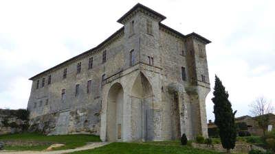 Lavardens le chateau routes touristiques du gers guide du tourisme midi pyrenees