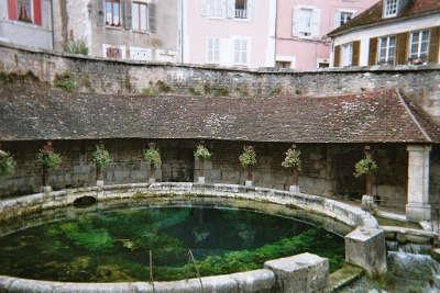 Lavoir de la fosse dionne a tonnerre route touristique de france guide du tourisme en france