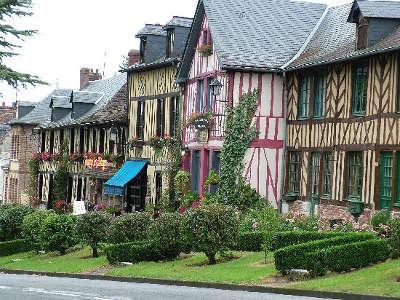 Le bec hellouin plus beaux villages les routes touristique de eure guide du tourisme normandie