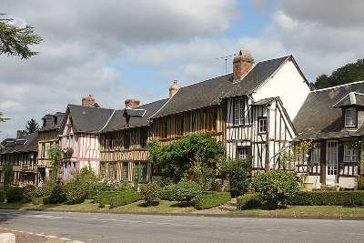 Le bec hellouin plus beaux villages maisons en colombages routes touristique de eure guide du tourisme normandie