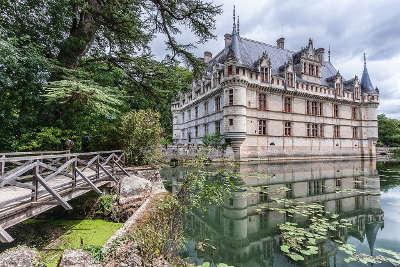 Le chateau d azay le rideau plus beau village routes touristiques dans l indre et loire guide du tourisme centre val de loire