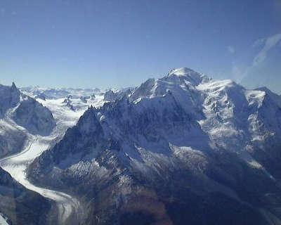 Le mont blanc avec les aiguilles de chamonix et la mer de glace routes touristiques de haute savoie guide du tourisme de rhone alpes
