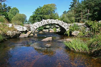 Le pont de senoueix parc naturel regional de millevaches routes touristique de correze guide touristique du limousin