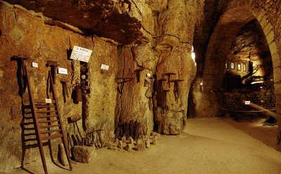 Le puy notre dame petite cite de caractere la cave vivante du champignon routes touristiques de maine et loire guide du tourisme du pays de la loire