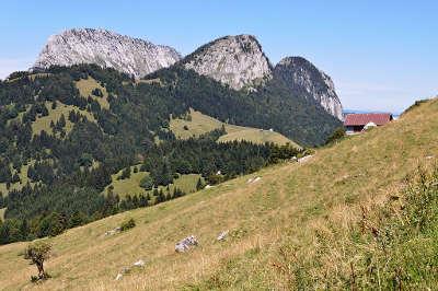 Le roc des b ufs et le cret du char dans le parc naturel regional du massif des bauges guide du tourisme en savoie rhone alpes