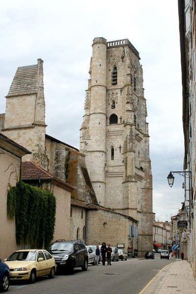 Lectoure plus beaux detours de france cathedrale saint gervais saint protais de lectoure routes touristiques de gers guide du tourisme midi pyrenees