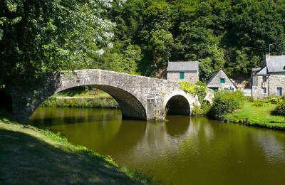 Lehon le pont sur la rance petite cite de caractere routes touristiques dans les cotes d armor guide du tourisme en bretagne