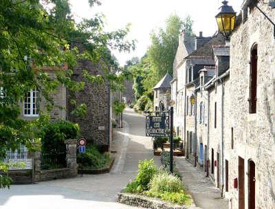 Lehon rue de la petite cite de caractere routes touristiques dans les cotes d armor guide du tourisme en bretagne