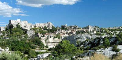 Les baux de provence plus beau village village medieval routes touristiques des bouches du rhone guide du tourisme de paca