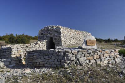 Les cazelles de campestre routes touristique de l herault guide du tourisme du languedoc roussillon