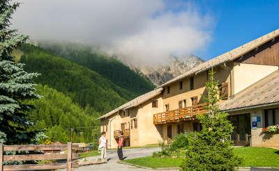 Les esquirousses a arvieux routes touristiques des hautes alpes touristique guide du tourisme de la provence alpes cote d azur