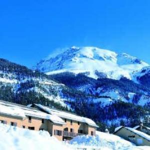 Les esquirousses a arvieux village de vacances hivers routes touristiques des hautes alpes touristique guide du tourisme de la provence alpes cote d azur