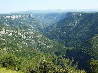 Les gorges de la vis entre le cirque de navacelles et madieres routes touristique de l herault guide du tourisme du languedoc roussillon