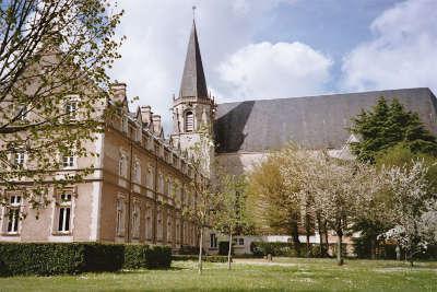 Liguge abbaye saint martin routes touristique de la vienne guide du tourisme de poitou charentes