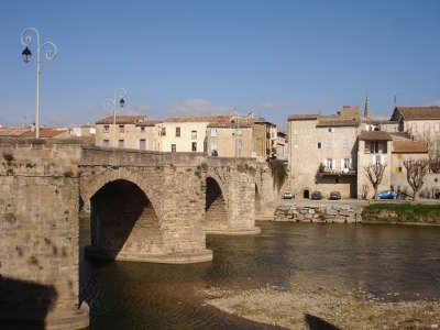 Limoux plus beau detours de france le vieux pont routes touristique de aude guide du tourisme du languedoc roussillon