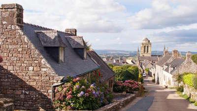 Locronan petite cite de caractere et plus beau village de france les routes touristiques dans le finistere guide du tourisme en bretagne