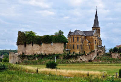 Louppy sur loison eglise saint martin et ruine du chateau routes touristiques de la meuse guide du tourisme de la lorraine