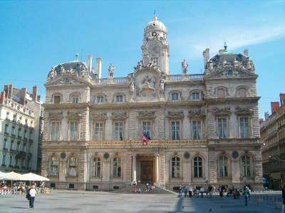 Lyon l hotel de ville dans la presqu ile de lyon routes touristiques du rhone guide du tourisme rhone alpes
