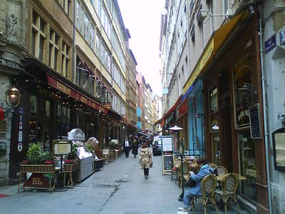 Lyon la rue merciere jalonnee de restaurants routes touristiques du rhone guide du tourisme rhone alpes