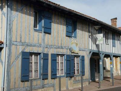 Maison traditionnelle à Sabres dans les Landes guide touristique