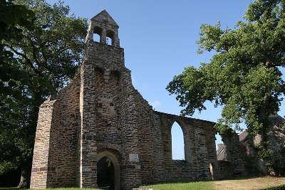 Malestroit ruines de la chapelle de la madeleine petite cite de caractere routes touristiques dans le morbihan guide du tourisme en bretagne