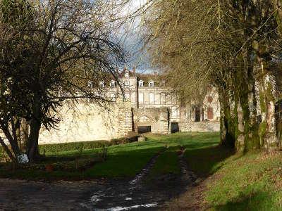 Manou entree du chateau routes touristiques dans l eure et loir guide du tourisme centre val de loire
