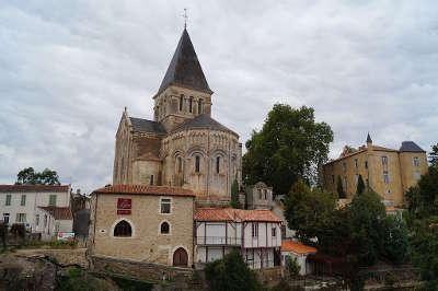Mareuil sur lay dissais eglise saint sauveur routes touristiques de vendee du tourisme du pays de la loire