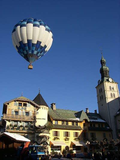 Megeve place centrale et son eglise routes touristiques de haute savoie guide du tourisme de rhone alpes