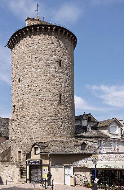 Mende ville d art et d histoire la tour des penitents routes touristique de la lozere guide du tourisme du languedoc roussillon