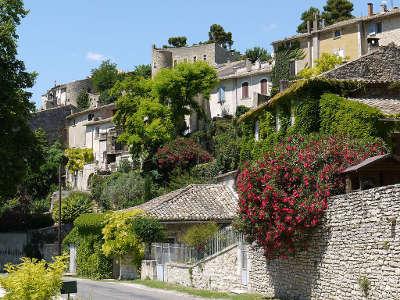 Menerbes plus beau village village perche routes touristiques du vaucluse guide du tourisme de provence alpes cote d azur
