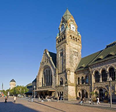 Metz ville d art et d histoire la gare routes touristiques de la moselle guide du tourisme de lorraine