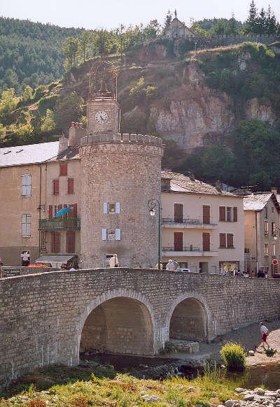 Meyrueis la tour de l horloge routes touristique de la lozere guide du tourisme du languedoc roussillon