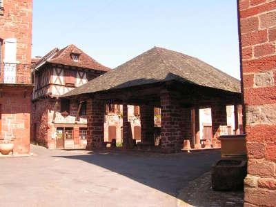Meyssac les halles route du riant portail du midi a la riviera guide du tourisme en correze limousin