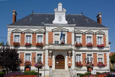 Milly la foret l hotel de ville routes touristiques de essonnes guide touristique de ile de france