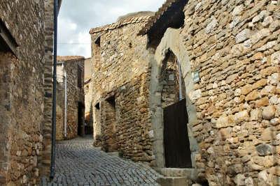 Minerve ruelle plus beaux villages routes touristiques de herault guide touristique du languedoc roussillon