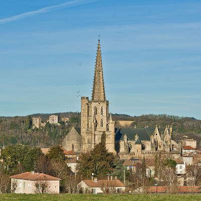 Mirepoix bastide medievale cathedrale saint maurice routes touristiques de ariege guide du tourisme midi pyrenees