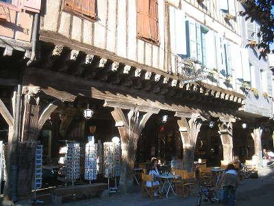 Mirepoix bastide medievale la maison des consuls routes touristiques de ariege guide du tourisme midi pyrenees