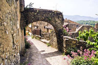 Mirmande plus beau village village perche calade en haut du village routes touristiques de la drome guide touristique rhone alpes