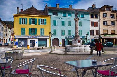 Moirans en montagne place de la mairie routes touristiques du jura guide touristique de franche comte