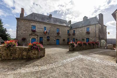 Moncontour cite de caractere et plus beaux village de france routes touristiques dans les cotes d armor guide du tourisme en bretagne