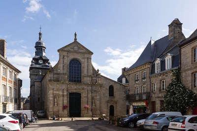 Moncontour eglise saint mathurin cite de caractere et plus beaux village de france routes touristiques dans les cotes d armor guide du tourisme en bretagne