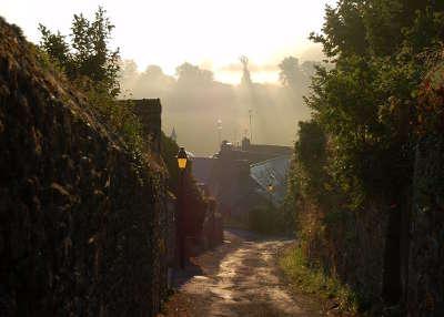 Moncontour ruelle cite de caractere et plus beaux village de france routes touristiques dans les cotes d armor guide du tourisme en bretagne