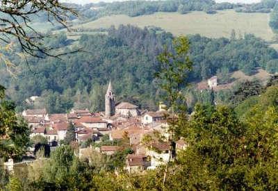 Monesties plus beau village vue generale routes touristiques du tarn guide du tourisme midi pyrenees