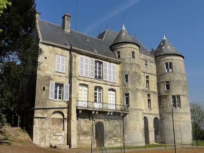Montataire le chateau routes touristique de l oise guide du tourisme de picardie