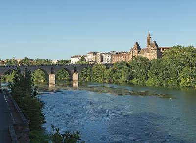 Montauban ville d art et d histoire le pont vieux routes touristiques du tarn et garonne guide du tourisme midi pyrenees