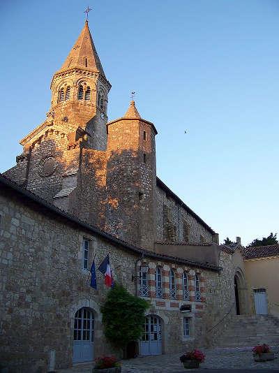 Montaut les creneaux clochers de l eglise routes touristiques de gers guide du tourisme midi pyrenees