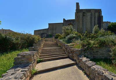 Montbazin l eglise saint pierre routes touristique de l herault guide du tourisme du languedoc roussillon