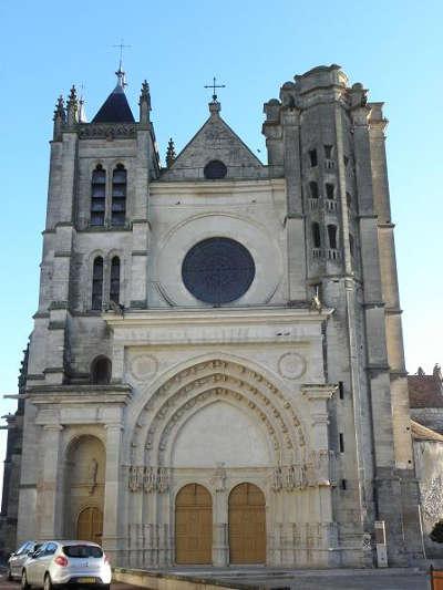 Montereau collegiale notre dame et saint loup routes touristiques de seine et marne guide touristique ile de france