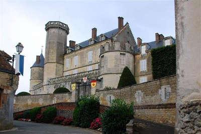 Montmirail petite cite de caractere le chateau les routes touristiques de la sarthe guide du tourisme pays de la loire