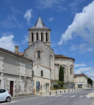 Montmoreau saint cybard l eglise saint denys routes touristique de charente guide du tourisme de poitou charentes